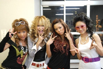 gyaru fashion Japanese Fashion Trends